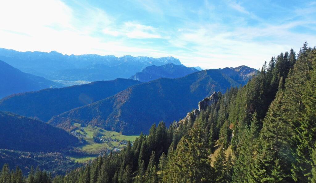 Aussicht während einer Wandertour auf dem Laber Berg in den Ammergauer Alpen